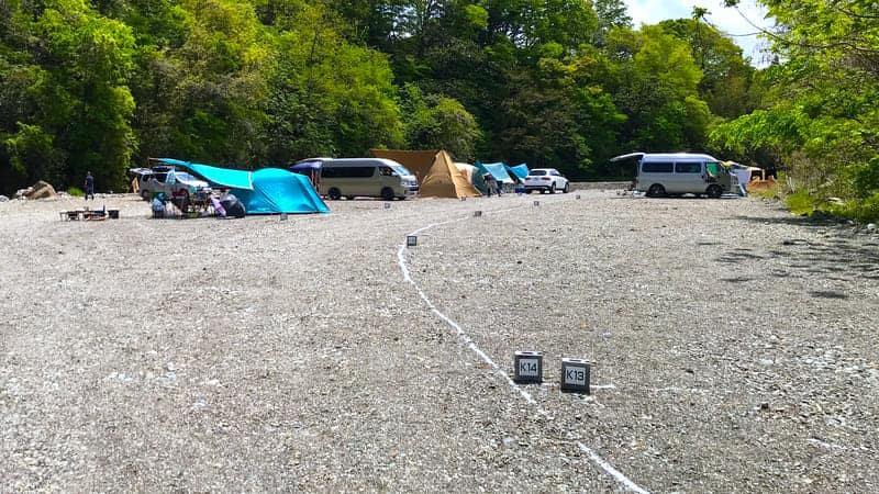 武甲キャンプ場川沿いサイト