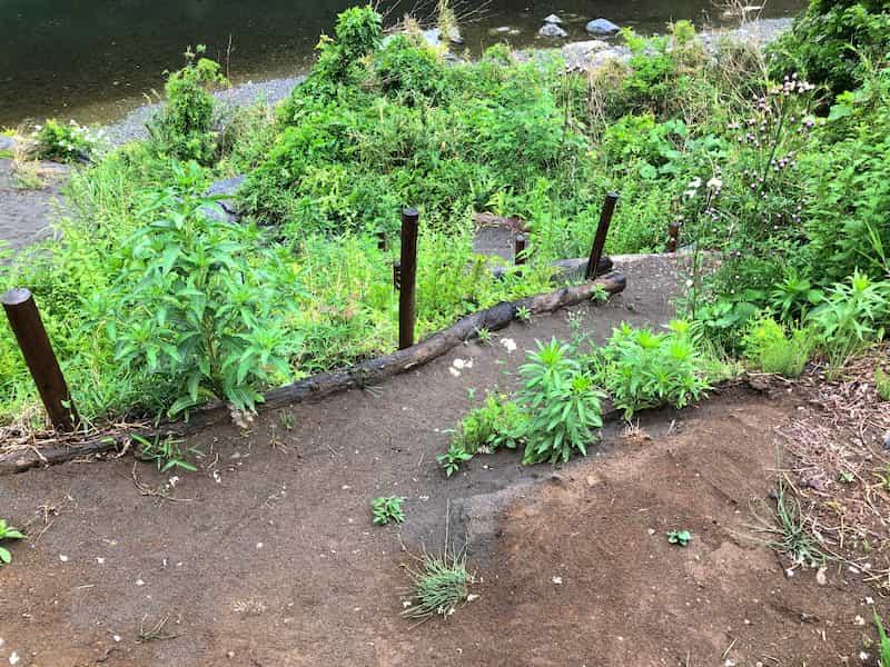 河原への降り口