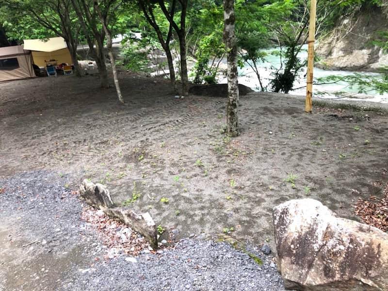将門の滝オートキャンプサイト崖
